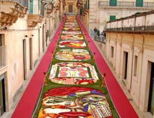 Via Nicolaci during the flower festival in Noto, image via mondodelgusto.it