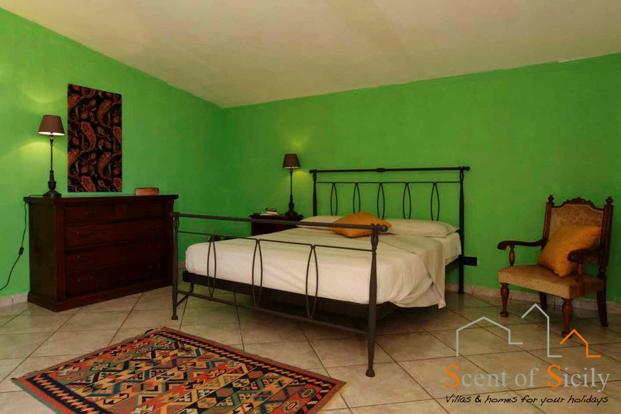 Villa Signorino green double bedroom first floor