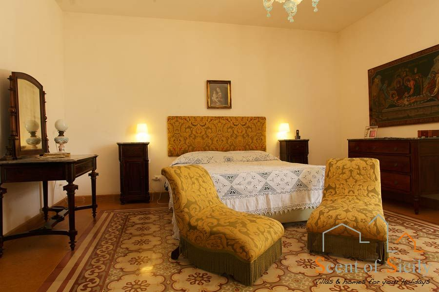 Villa Lilybeum the main double bedroom