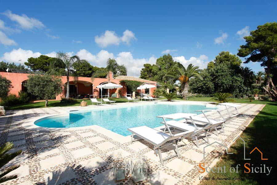 Villa Lilybeum relax in the salt swimming pool