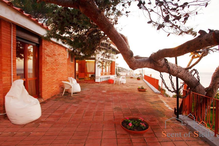 Villa SeaBreeze in Sicily the big veranda