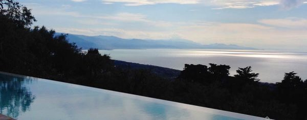 Infinity pool villa in Sicily