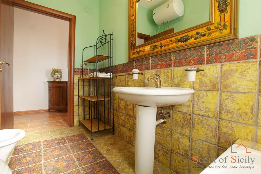 Villa Olympo the bathroom with bath
