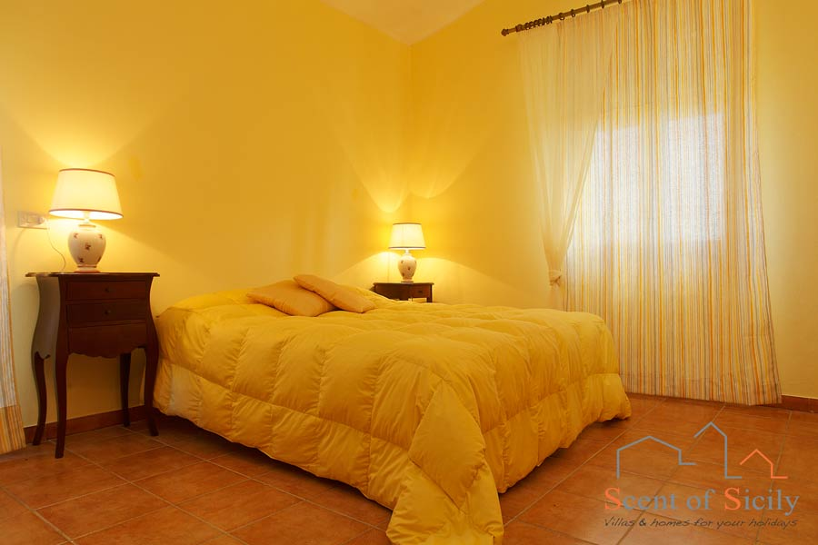 Villa Olympo double bedroom ensuite mainhouse