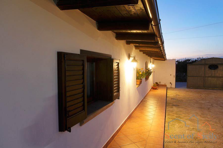 Villa Gio, the dependance in the evening