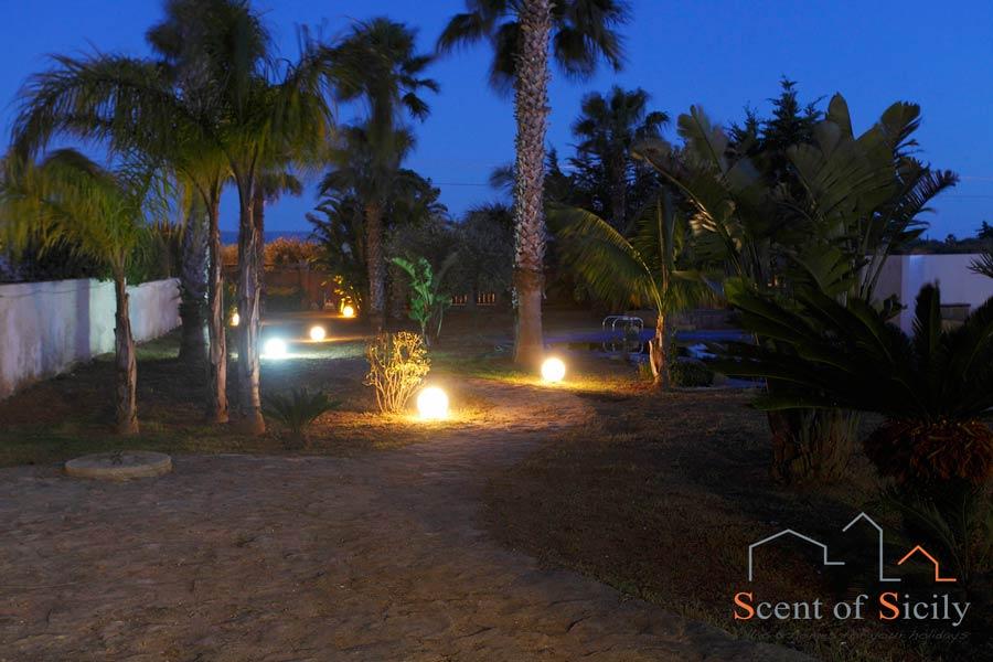 Villa Gio, the garden in the evening