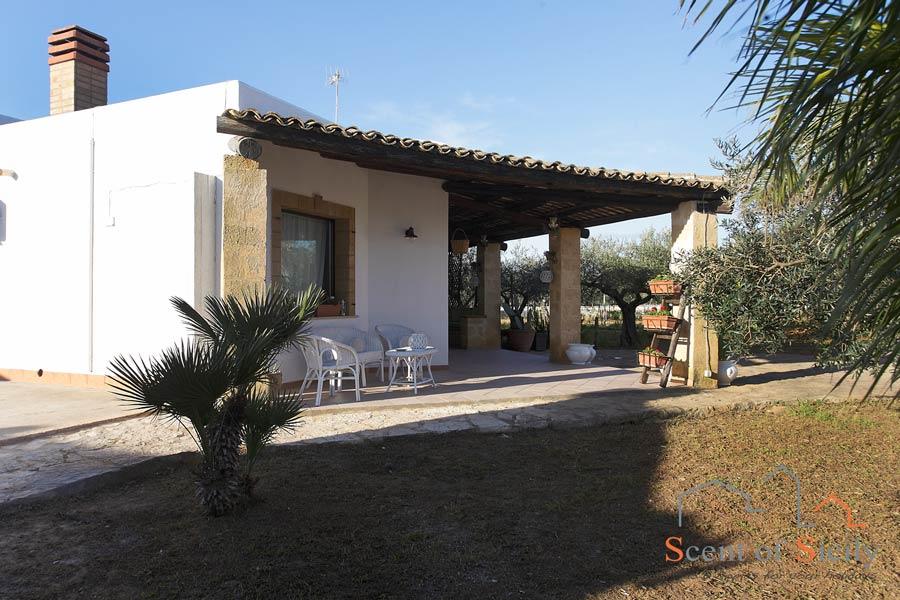 Villa Gio living outside