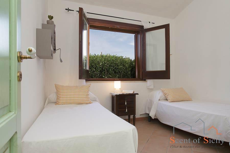 Villa Gio - the twin bedroom in mainhouse