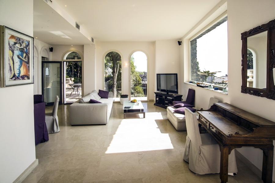 Villa White in center Taormina