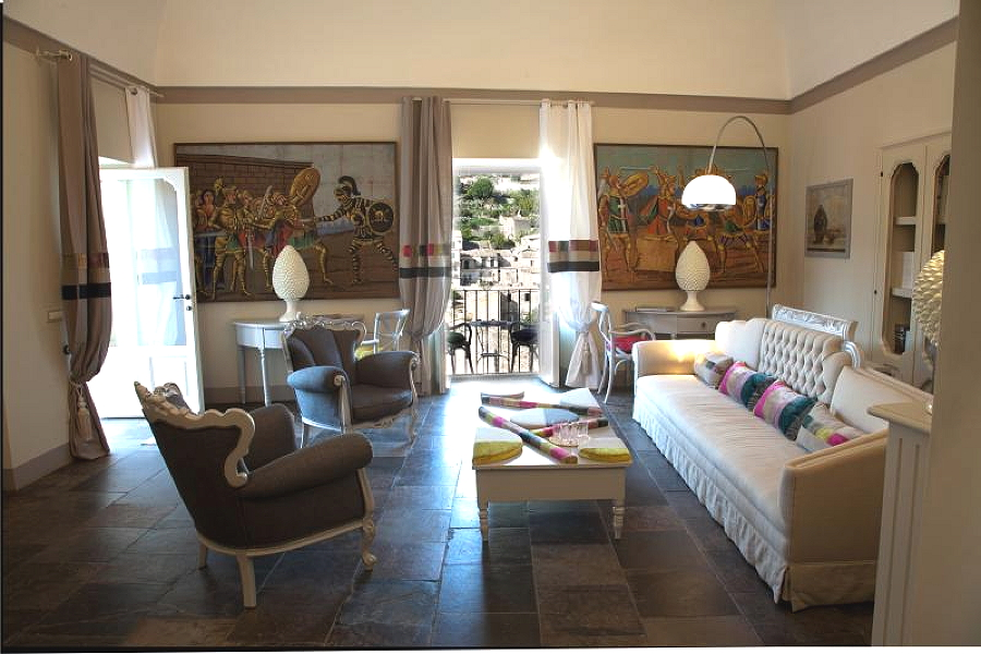 Modica, Sicily, Apartment Flowers living