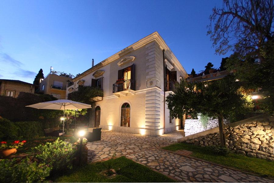 Villa Taormina's Nest, Taormina, Sicily charming villa in the city center