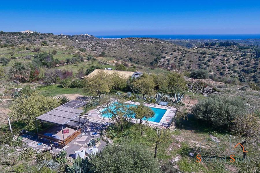 Villa Nature and Relax, Noto view from the pool