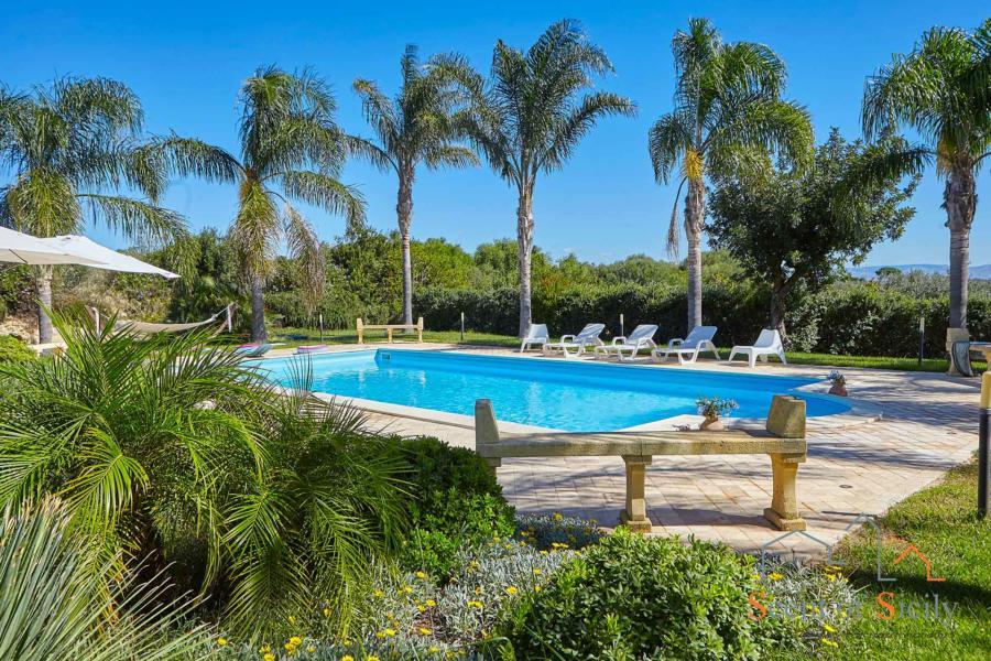 Selinunte-Villa SelinunteGarden-pool-ScentOfSicily