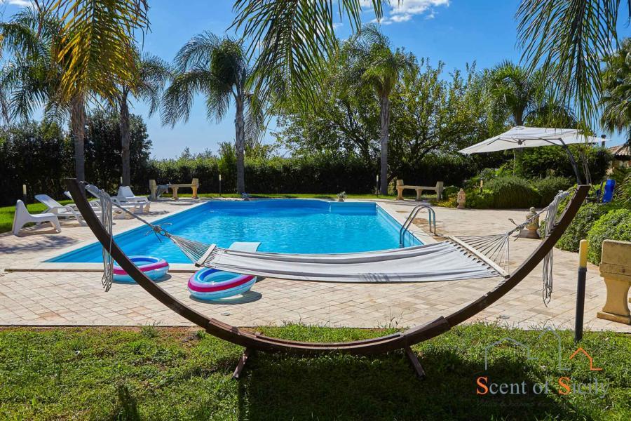 Selinunte-Villa-SelinunteGarden-hammock-ScentOfSicily