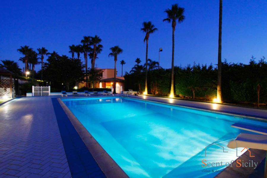 Marsala-Villa-Signorino-Evening-PoolSlide-ScentOfSicily