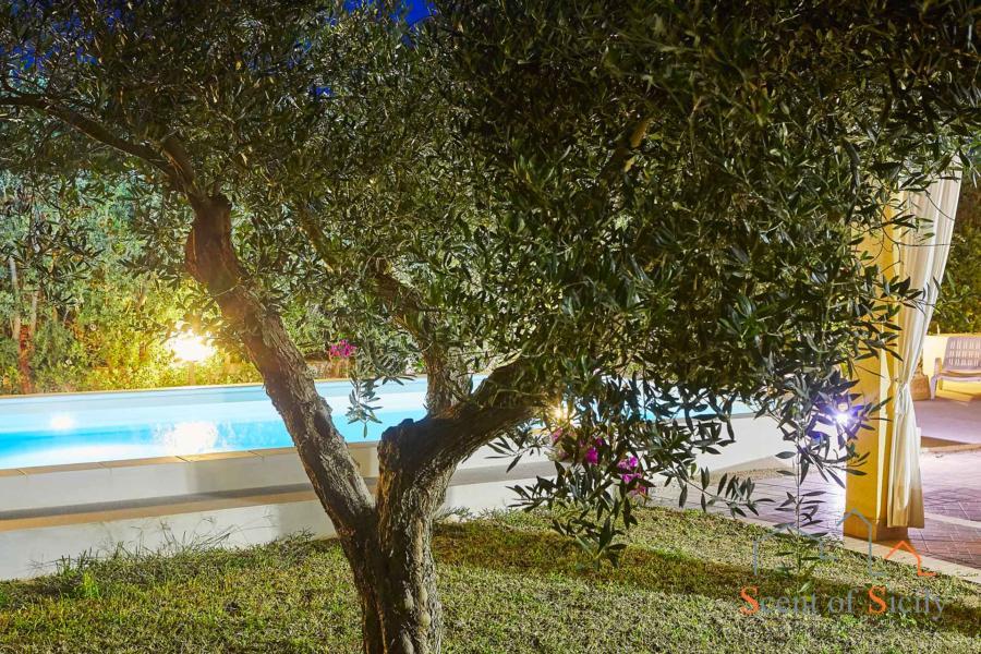 Marsala-Villa-Simo-EveningGarden-ScentOfSicily