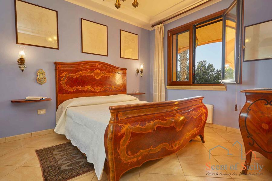 Villa Artemisia the master bedroom