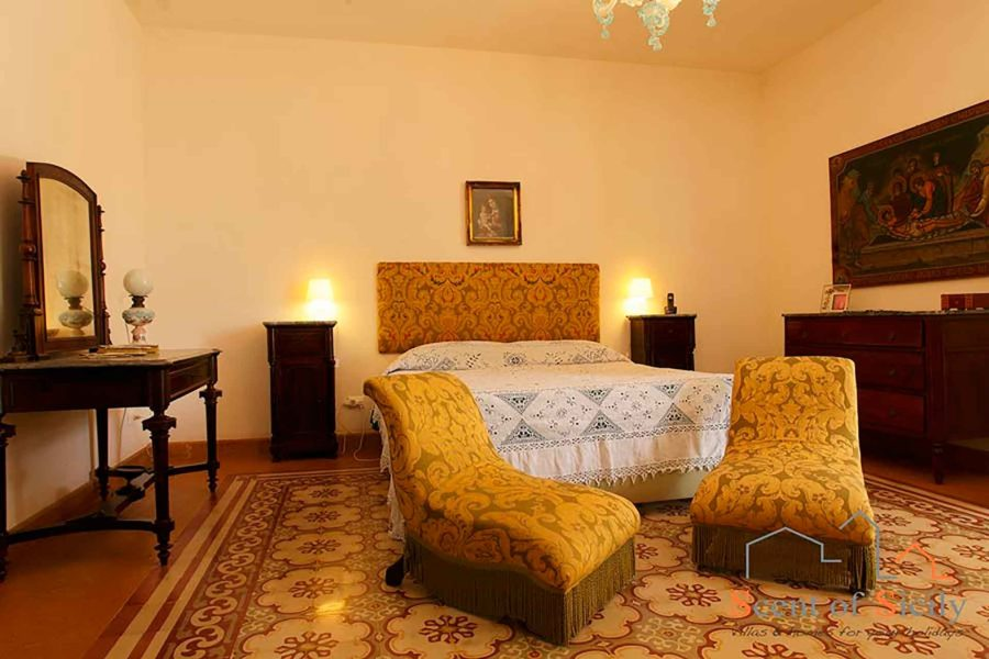 The master double bedroom in villa Lilybeum Marsala Scent of Sicily