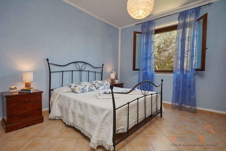 Marsala-Villa-Simo-MasterDoublebedroom-ScentOfSicily