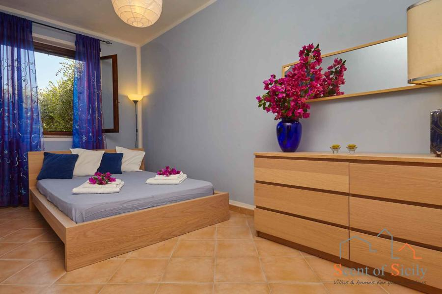 Villa Simo Marsala Western Sicily, the double bedroom with French bed