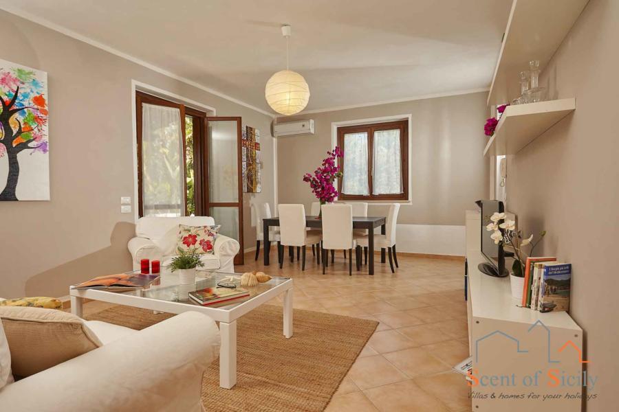 Marsala-Villa-Simo-LivingRoom-ScentOfSicily