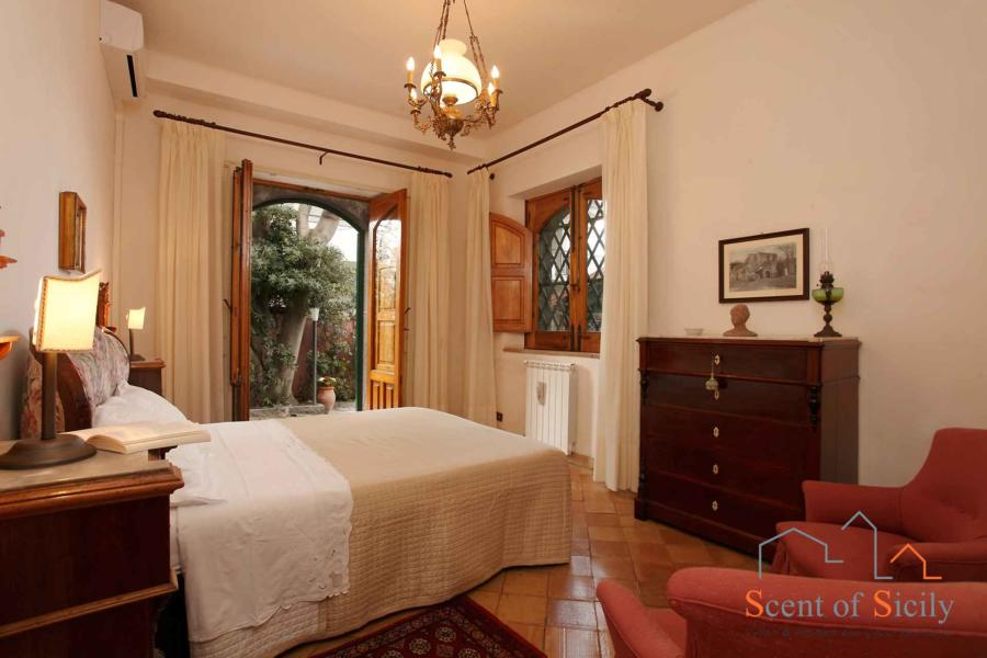 Sea Terrace , Torre Archirafi Eastern Sicily the double bedroom