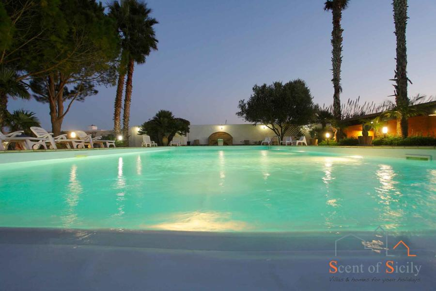 Pool in the evening - Villa Lory Marsala Western Sicily