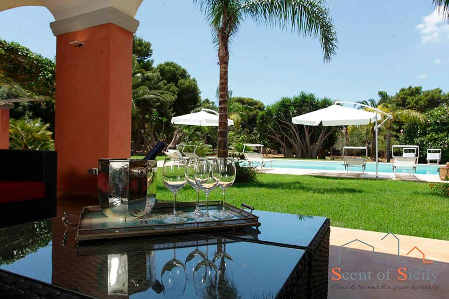 Relax in the patio in villa Lilybeum Marsala Scent of Sicily