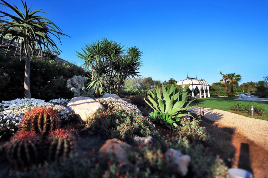 Donna Corally, Syracusa, garden