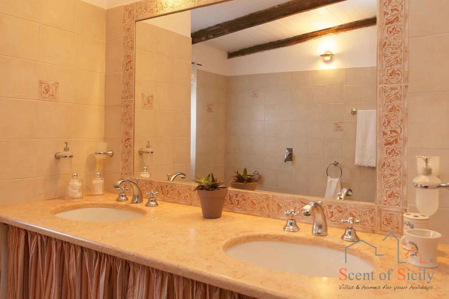 Bathroom with shower in dependance  - Villa Gio, Marsala, Western Sicily