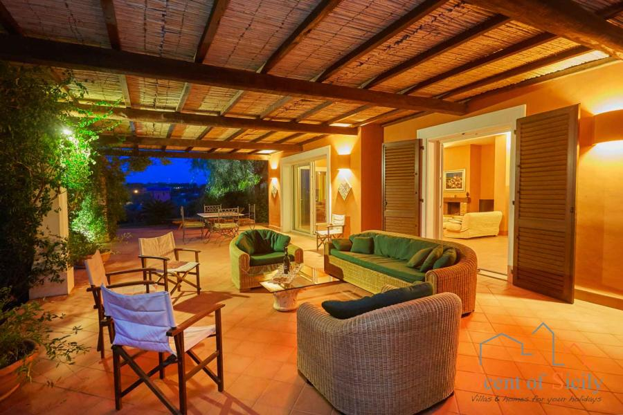 Relax in the patio in the evening -  Villa Panorana, Marsala Western Sicily