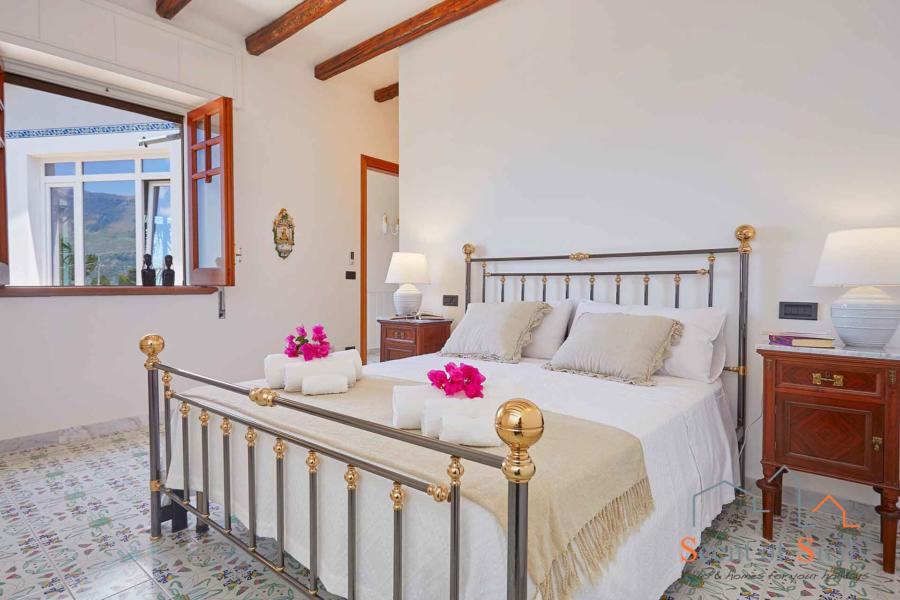 Villa Amphora master bedroom, Carini, Sicily