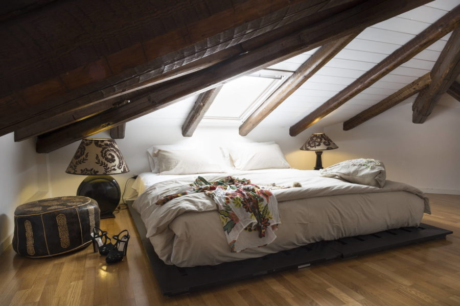 Luxury double bedroom attic in Villa Shanti Syracuse Scent of Sicily