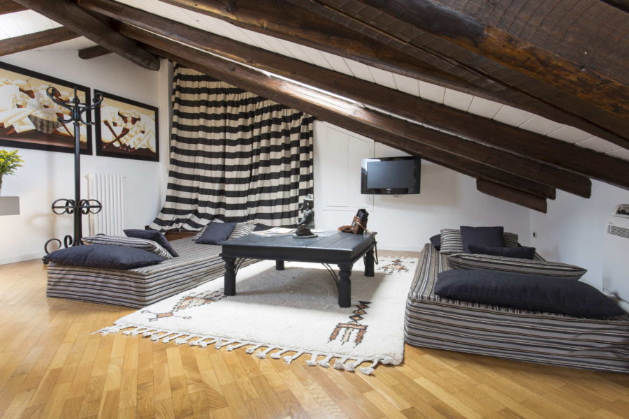 Futons in the bedroom under the roof in Vila Shanti Syrause Scent of Sicily