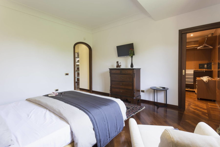 Luxury double bedroom in Villa Shanti Scent of Sicily
