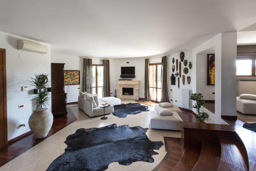 Elegant living room in Villa Shanti Syracuse Scent of Sicily