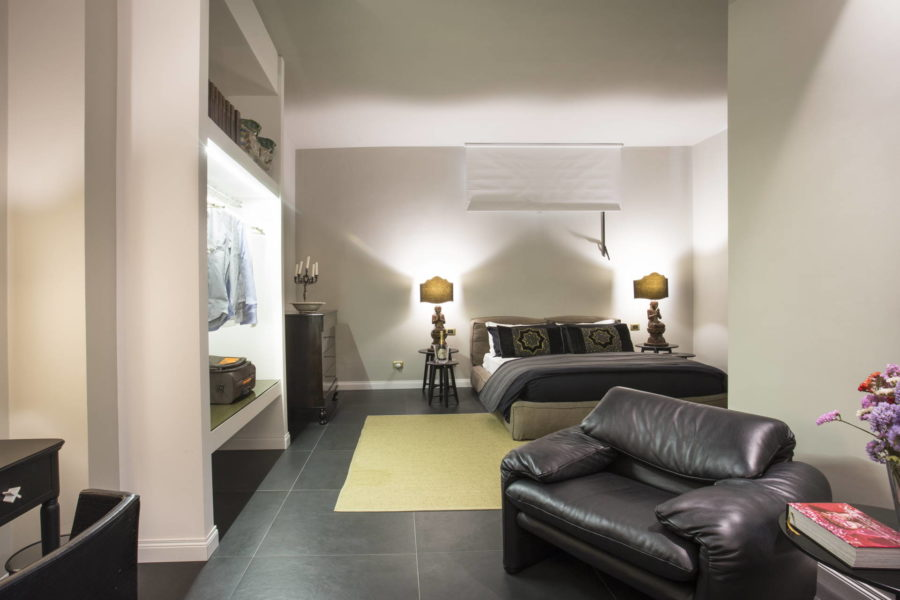 Luxurious double bedroom downstairs in Villa Shanti Syracuse Scent of Sicily