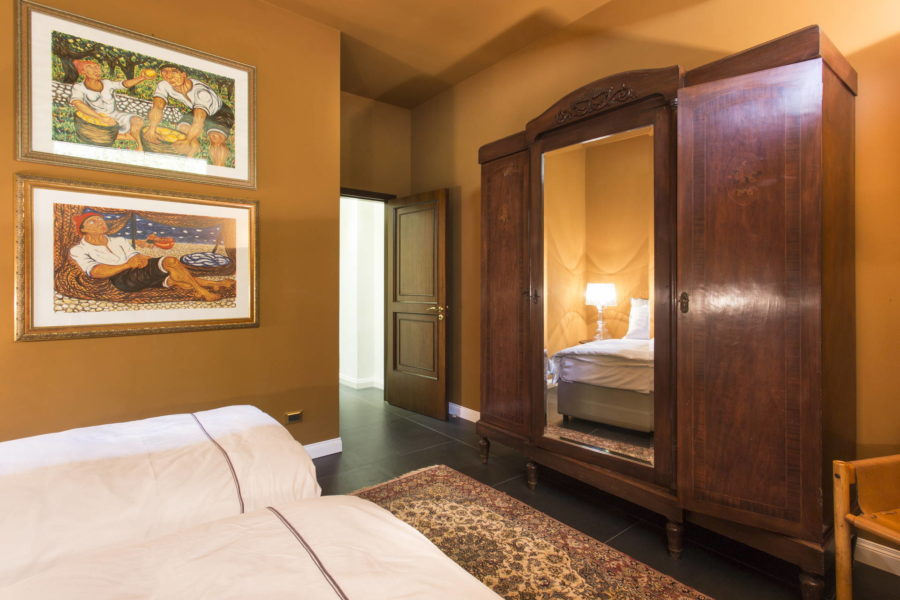 Luxurious twin bedroom downstairs in Villa Shanti Syracuse Scent of Sicily