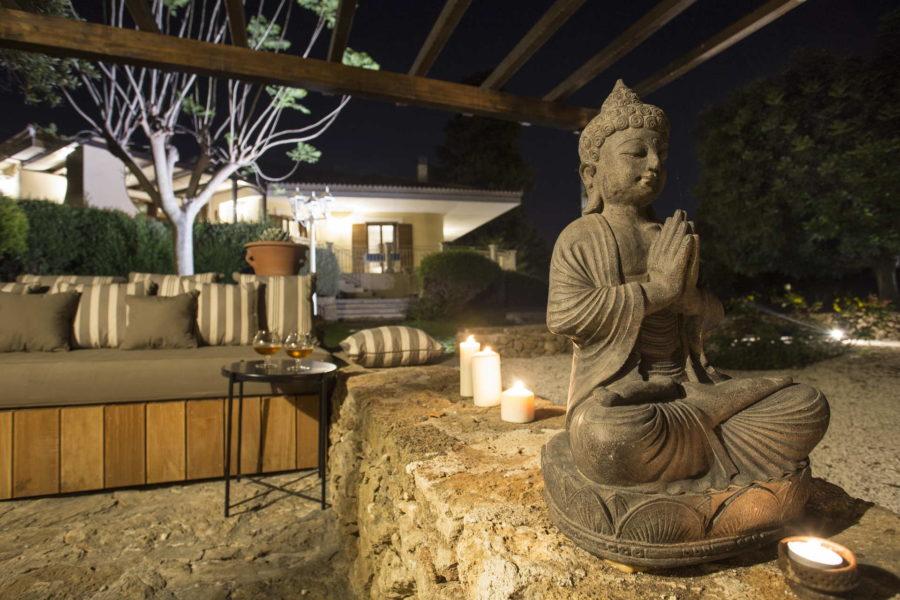 Relaxing garden area in Villa Shanti Syracuse Scent of Sicily