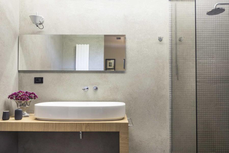 The luxury bathroom lower floor in Villa Shanti Syracuse Scent of Sicily