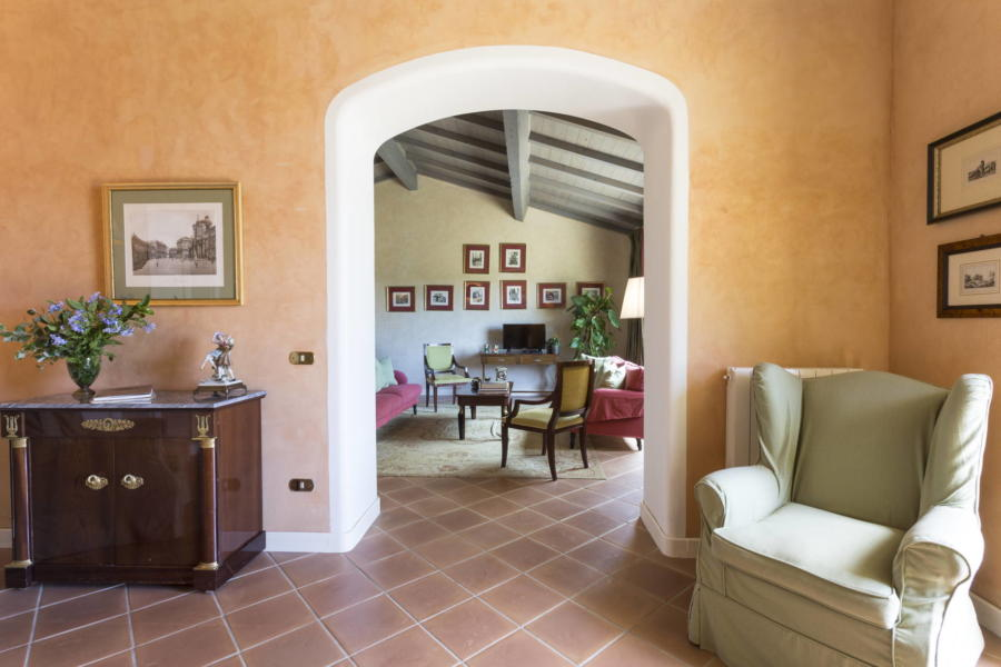 Towards the elegant relax area / TV room in Casale dell'Ulivo Syracuse Scent of Sicily