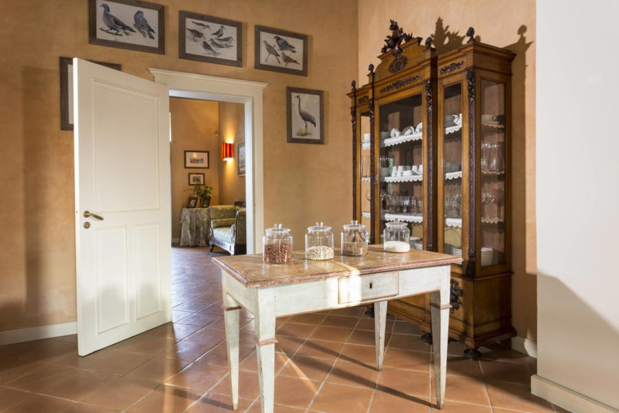 The kitchen overlooking the gateway in Casale dell?ulivo Syracuse Scent of Sicily