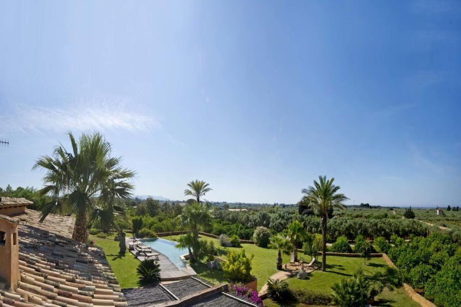 Generous greenery surrounds Villa Bouganville Castelvetrano Scent of Sicily