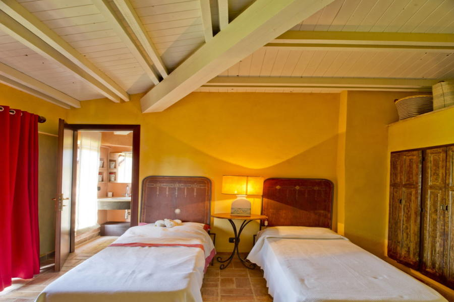 Spacious and rustic twin bedroom in Villa Bouganville Castelvetrano Scent of Sicily