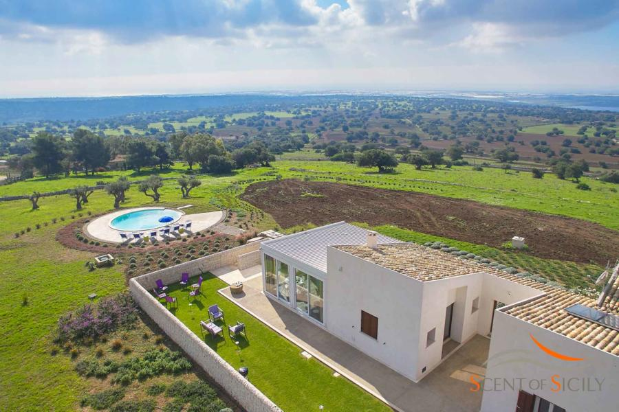 Refined villa Bianca Levante with marvelous views in Donnafugata Scent of Sicily