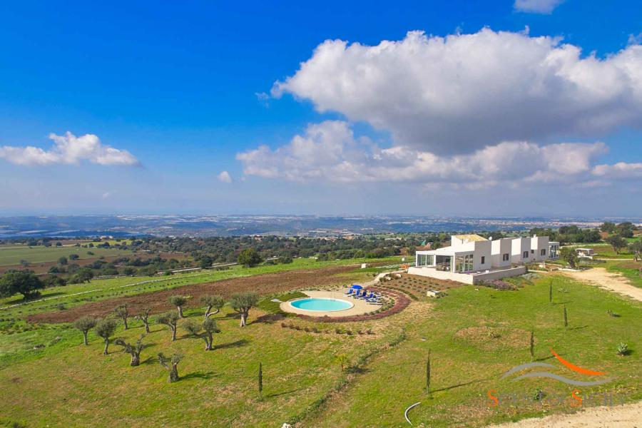 Elegant villa Bianca Levante with wonderful views over the landscape, in Donnafugata Scent of Sicily