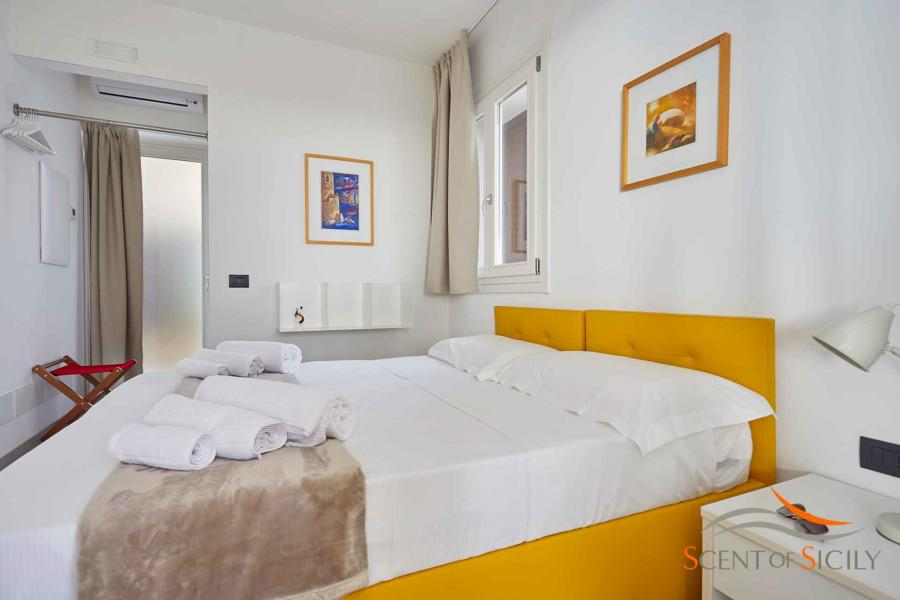 Yellow double bedroom en-suite in Villa Bianca Levante Donnafugata Scent of Siicly