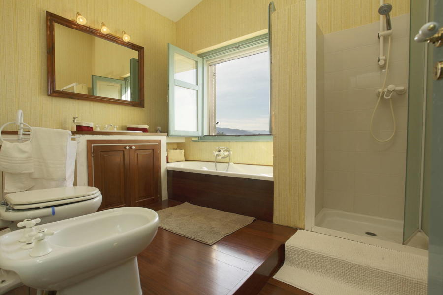 Bathroom in Villa Sunrise, Capo d'Orlando, Notnern Sicily - first floor
