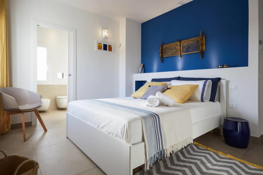 Blue double bedroom en-suite in Villa Framar Santa Maria del Focallo Scent of Sicily