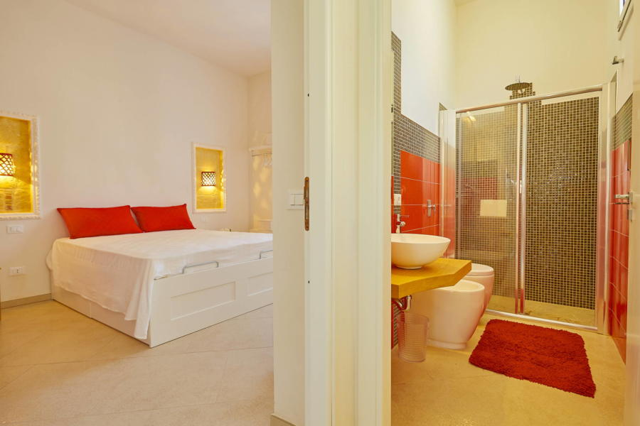 Red double bedroom en-suite